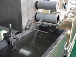 生物医療用繊維の液中紡糸工程